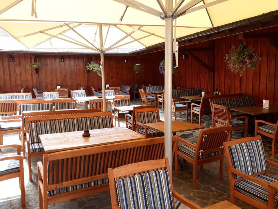 terasa-restaurantului-hermania-si-a-schimbat-infatisarea